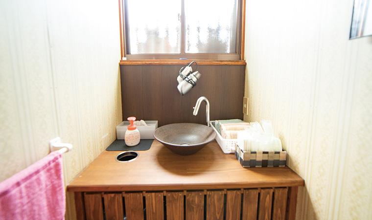 温かな雰囲気の洗⾯所